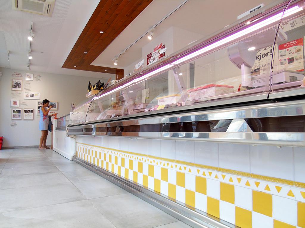 Detalle mostrador suelo tienda Pollos Planes Proyectos Levante