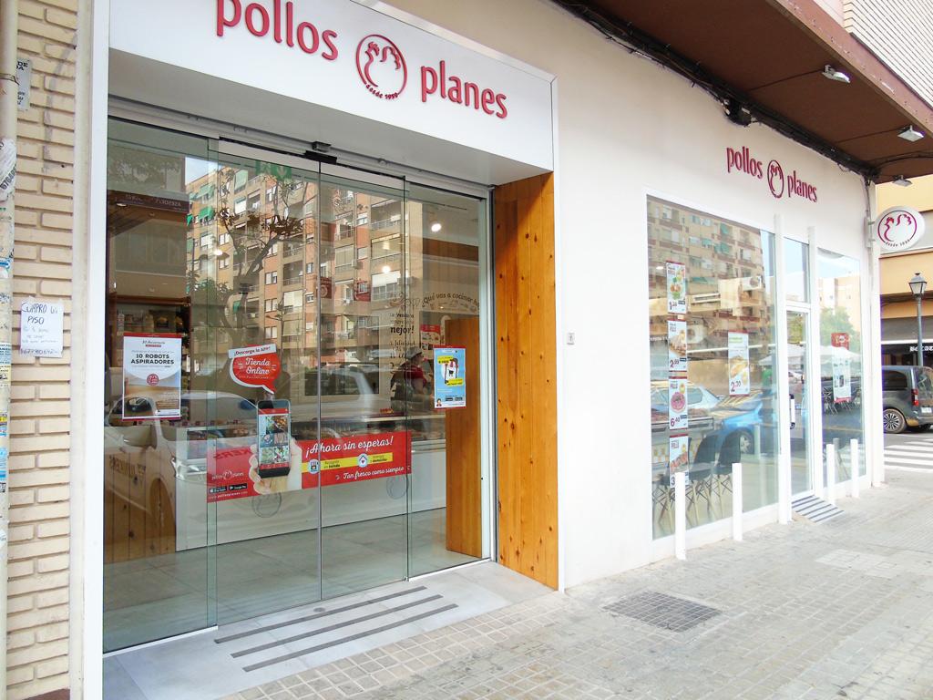 Fachada tienda Pollos Planes Proyectos Levante